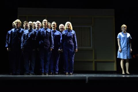 Lichter der Vorstadt, Ensemble Landestheater Niederösterreich c Alexi Pelekanos-2